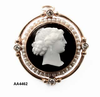 Late 1800 Black & White Hardstone Cameo Pin/Pendant
