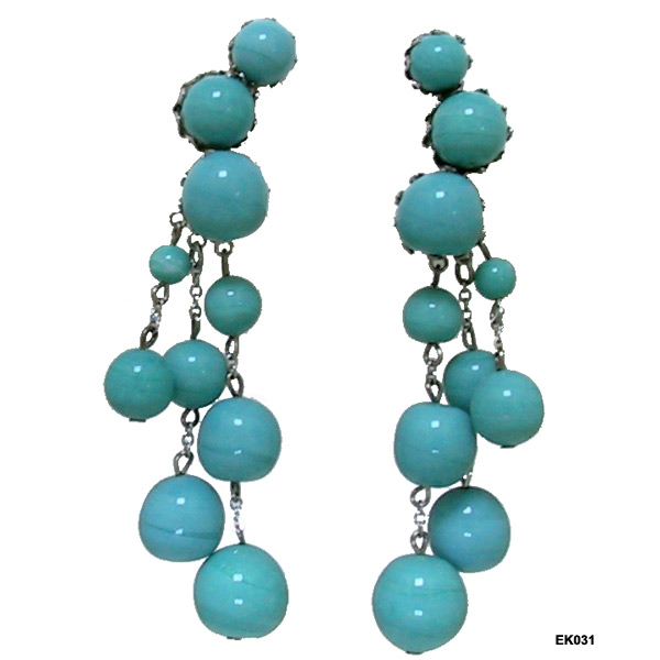 Vintage Vogue Turquoise Glass Beads Pendant Earrings