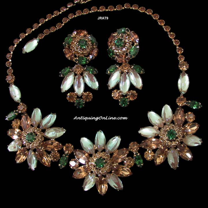 Weiss Flower Necklace and Pendant Clipback Earrings at AntiquingOnLine.com :  costume jewelry necklace weiss vintage jewelry rhinestones
